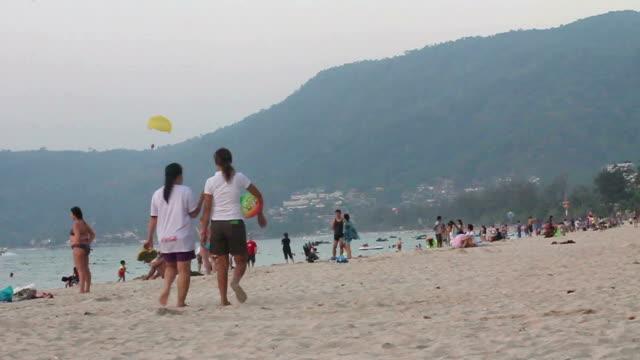 プーケットパトンビーチ、タイ - ヒート点の映像素材/bロール