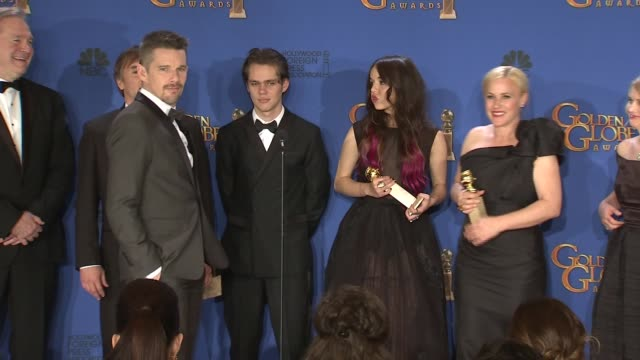 patricia arquette, lorelai linklater, richard linklater, ellar coltrane, and ethan hawke at the 72nd annual golden globe awards - press room at the... - patricia arquette stock videos & royalty-free footage