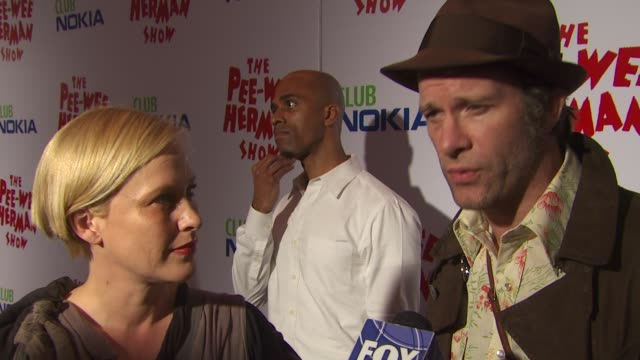vídeos de stock, filmes e b-roll de patricia arquette thomas jane on the event and peewee herman show at the 'the peewee herman show' opening night at los angeles ca - espetáculos de variedade