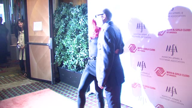 patricia field and willie garson at the the 2007 aafa american image awards at the grand hyatt hotel in new york, new york on may 14, 2007. - ウィリー ガーソン点の映像素材/bロール