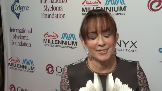 patricia heaton on ray romano at international myeloma foundation 7th annual comedy celebration benefiting the peter boyle research fund & supporting... - peter boyle stock videos & royalty-free footage