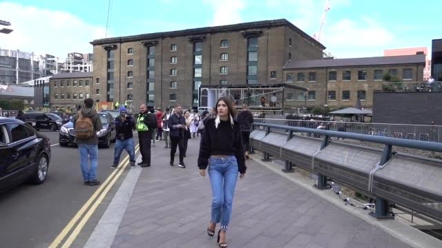 vidéos et rushes de patricia manfield wears a black faux fur sweater blue denim jeans outside versus during london fashion week september 2017 on september 17 2017 in... - semaine de la mode de londres