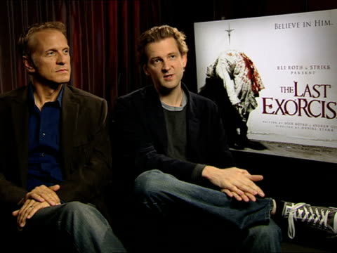 vídeos y material grabado en eventos de stock de patrick fabian and daniel stamm on the casting at the the last exorcism press junket at london england - stamm