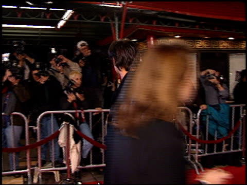 vídeos y material grabado en eventos de stock de patrick muldoon at the 'scream 2' premiere at grauman's chinese theatre in hollywood, california on december 10, 1997. - scream named work