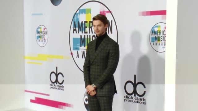 patrick schwarzenegger at 2017 american music awards on november 19 2017 in los angeles california - american music awards bildbanksvideor och videomaterial från bakom kulisserna