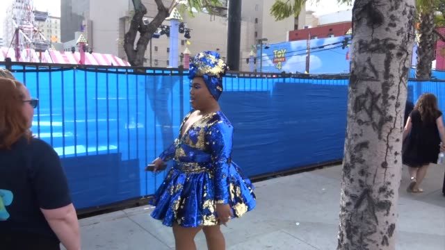 patrick starrr outside the toy story 4 premiere at el capitan theatre in hollywood in celebrity sightings in los angeles, - el capitan theatre stock videos & royalty-free footage