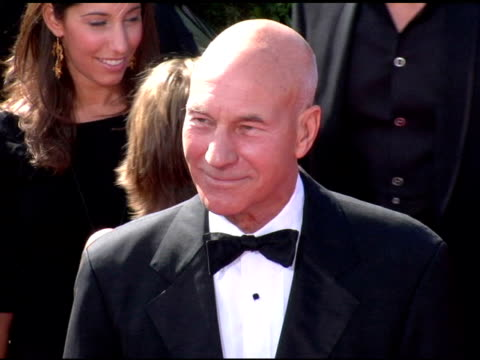 vídeos y material grabado en eventos de stock de patrick stewart at the 2006 primetime emmy awards arrivals at the shrine auditorium in los angeles, california on september 19, 2004. - premio emmy anual primetime