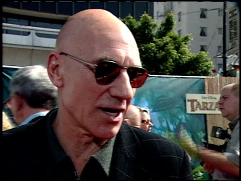 stockvideo's en b-roll-footage met patrick stewart at the 'tarzan' premiere at the el capitan theatre in hollywood california on june 12 1999 - 1999