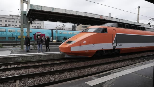 patrick the first locomotive tgv highspeed train put in service seen in gare de lyon station on march 4 2020 in paris france it is withdrawn from... - tgv点の映像素材/bロール