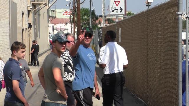 stockvideo's en b-roll-footage met patrick warburton outside jimmy kimmel live in hollywood at celebrity sightings in los angeles on august 19, 2015 in los angeles, california. - jimmy kimmel
