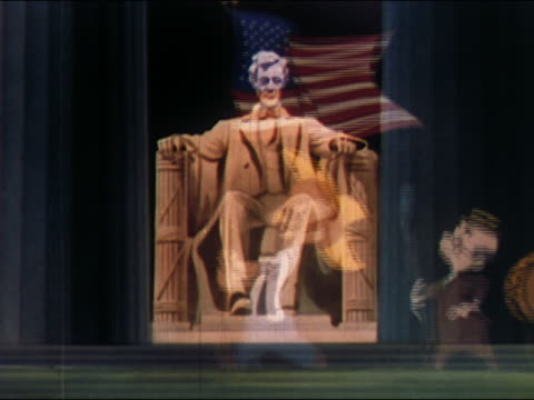 vidéos et rushes de 1948 animation patriotic americans marching with us flag in parade / backdrop of lincoln memorial - président des états unis