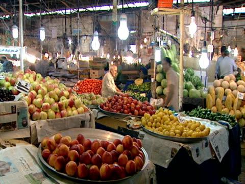 vidéos et rushes de ha patrons and vendors at a produce market / tehran, tehran, iran - format vignette