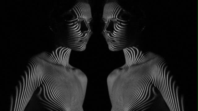 vídeos y material grabado en eventos de stock de patrón de proyector en el cuerpo y la cara - surrealismo