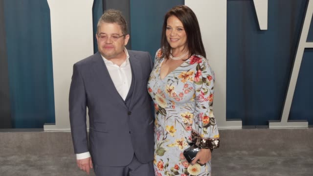 vidéos et rushes de patton oswalt and meredith salenger at vanity fair oscar party at wallis annenberg center for the performing arts on february 09 2020 in beverly... - vanity fair