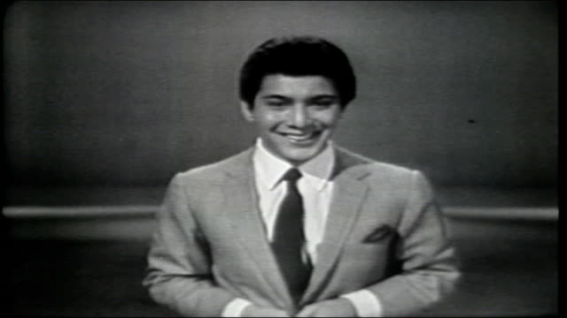 vídeos de stock, filmes e b-roll de paul anka introduces jay and the americans in nationalistic song - espetáculos de variedade