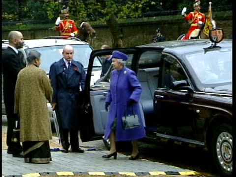vídeos de stock e filmes b-roll de paul burrell newspaper revelations; bbc pool ext lms queen elizabeth ii along from car followed by prince philip, the duke of edinburgh as arriving... - world war ii