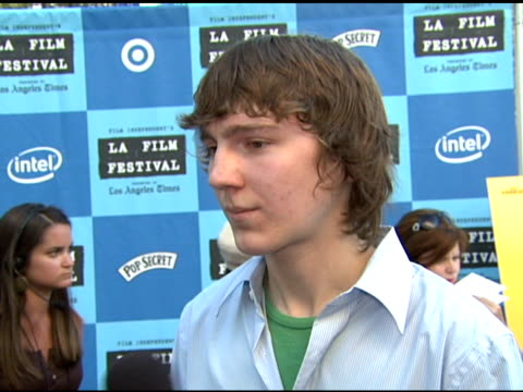 paul dano on being at the premiere on doing theater in new york on getting more involved in film at the 'little miss sunshine' premiere at wadsworth... - wadsworth theatre stock videos & royalty-free footage