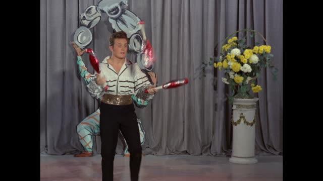 paul foxwell juggles clubs - juggling stock videos & royalty-free footage