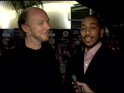 paul haggis and chris 'ludacris' bridges on the palm springs film festival, presenting to terrence howard and�the ways in which�howard has earned... - terrence howard stock videos & royalty-free footage