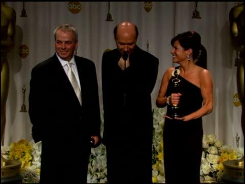 paul haggis on getting choked up by his mother's ring before winning the award at the 2006 annual academy awards at the kodak theatre in hollywood,... - the kodak theatre bildbanksvideor och videomaterial från bakom kulisserna