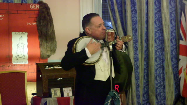 vídeos de stock e filmes b-roll de paul harper as george formby grand hotel scarborough - scarborough reino unido