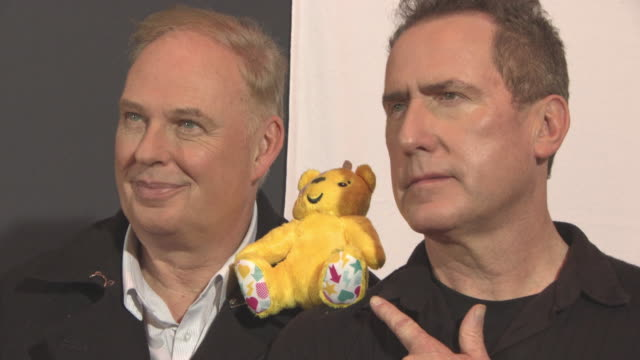 vidéos et rushes de paul humphreys, andy mccluskey at bbc children in need rocks the 80s at sse arena on october 19, 2017 in london, england. - bbc children in need