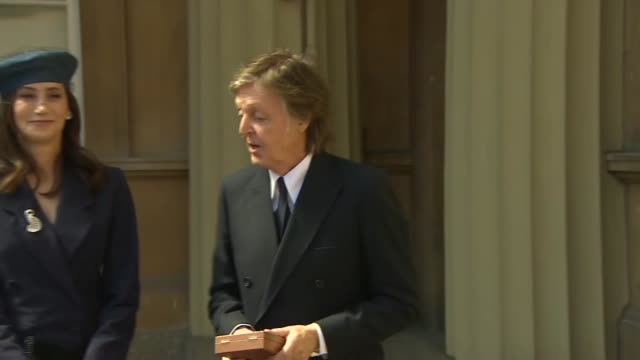paul mccartney and darcey bussell investiture photocalls and interviews england london buckingham palace ext sir paul mccartney photocall with wife... - paul mccartney stock videos and b-roll footage