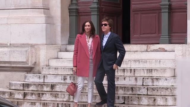 paul mccartney at stella mccartney pret a porter fashion week 2016 on march 07 2016 in paris france - stella mccartney marchio di design video stock e b–roll