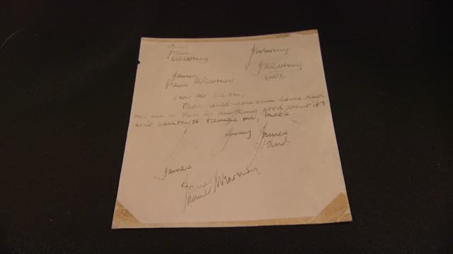 vidéos et rushes de paul mccartney earliest known handwritten letter with 23 signatures and drawing from liverpool institute, c. 1959 at the gotta have rock and roll's... - rock moderne