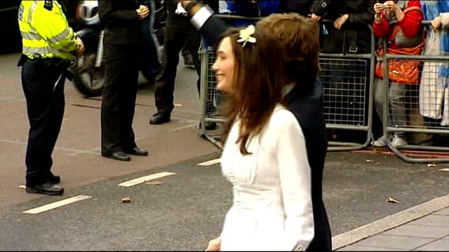 vídeos de stock, filmes e b-roll de paul mccartney marries nancy shevell england london old marylebone town hall throughout ** sir paul mccartney and nancy shevell posing for photocall... - símbolo conceitual