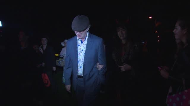paul merton at jonathan ross's halloween party arrivals on october 31, 2014 in london, england. - イギリスのブロードキャスター ジョナサン・ロス点の映像素材/bロール