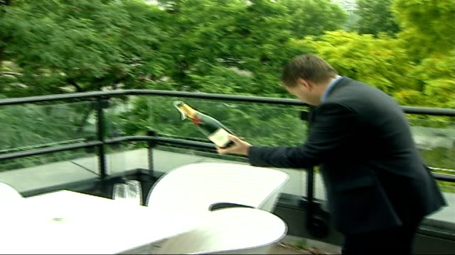 paul potts wins 'britain's got talent'; england: london: ext paul potts opening bottle of champagne at photocall - britain's got talent stock-videos und b-roll-filmmaterial