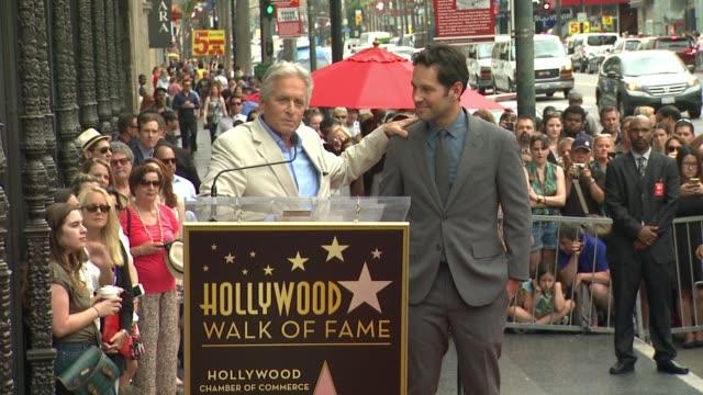 vídeos y material grabado en eventos de stock de clean paul rudd honored with star on the hollywood walk of fame at hollywood walk of fame on july 01 2015 in hollywood california - montaje documental