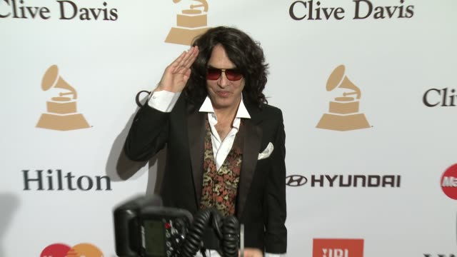 stockvideo's en b-roll-footage met paul stanley at the 2016 pregrammy gala and salute to industry icons honoring irving azoff at the beverly hilton hotel on february 14 2016 in beverly... - irving azoff