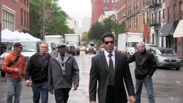 paul teutel , arsenio hall and lou ferrigno mean business on the set of 'celebrity apprentice' in new york 10/27/11 - arsenio hall stock videos & royalty-free footage