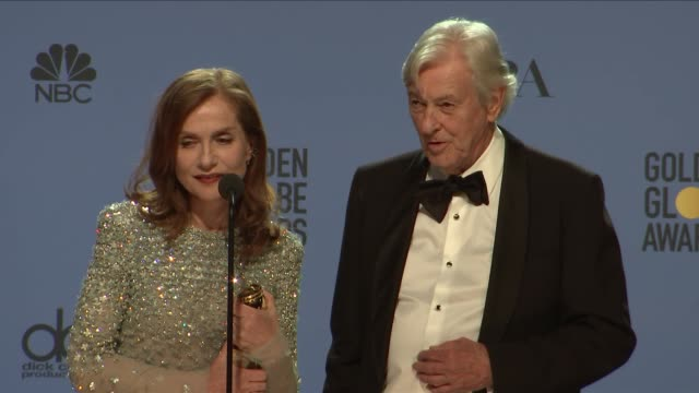 vídeos de stock e filmes b-roll de paul verhoeven and isabelle huppert at 74th annual golden globe awards - press room at the beverly hilton hotel on january 08, 2017 in beverly hills,... - the beverly hilton hotel
