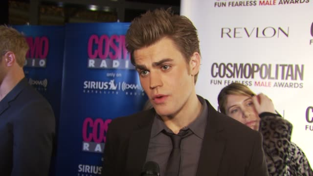 vidéos et rushes de paul wesley on being honored tonight and the last fearless thing he has done on all of the vampires on the list and that he thinks it's important... - en dernier