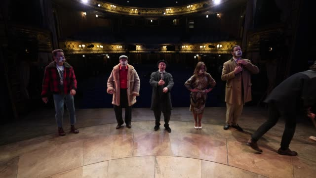 paul whitehouse, ryan hutton, tom bennett, jeff nicholson, samantha seager and company perform opening theme tune to the only fools and horses... - theatre royal haymarket stock videos & royalty-free footage