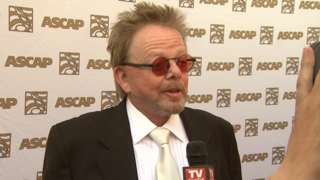 vidéos et rushes de paul williams at the 26th annual ascap pop music awards at hollywood ca. - ascap