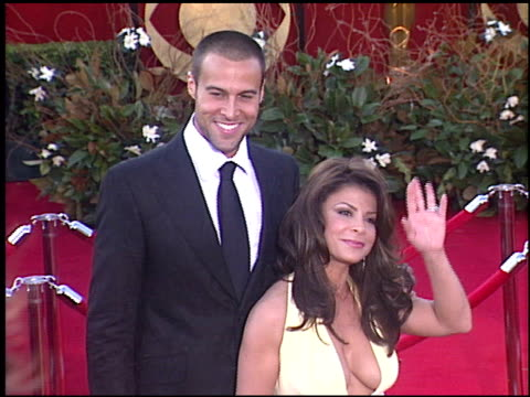 stockvideo's en b-roll-footage met paula abdul at the 2005 emmy awards entrances at the shrine auditorium in los angeles california on september 18 2005 - 2005