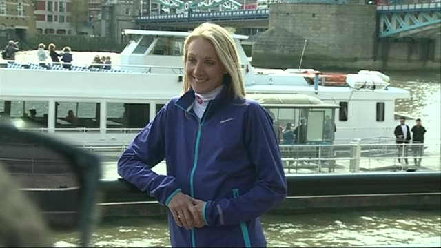 vídeos de stock, filmes e b-roll de paula radcliffe denies doping claims after select committee comments t24041504 / 2442015 radcliffe posing for photocall with tower bridge in the... - abuso de substâncias