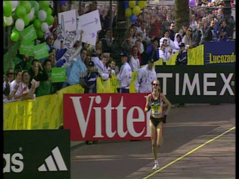 paula radcliffe sprinting to the finish line to win 2002 london marathon women's elite race - struggle stock videos & royalty-free footage