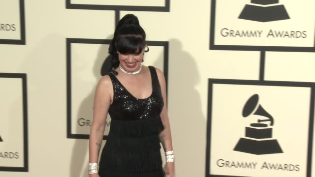 stockvideo's en b-roll-footage met pauley perrette at the 58th annual grammy awards® arrivals at staples center on february 15 2016 in los angeles california - 58e grammy awards