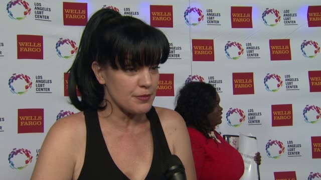 stockvideo's en b-roll-footage met interview pauley perrette on the event at los angeles lgbt center 46th anniversary gala vanguard awards at the hyatt regency century plaza on... - century plaza