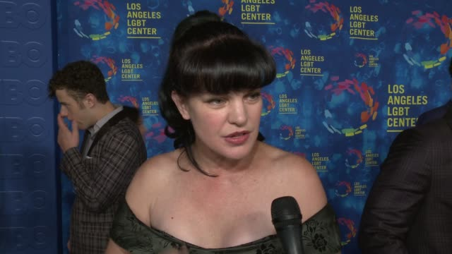 stockvideo's en b-roll-footage met interview pauley perrette on why the los angeles lgbt center and their services are so vital to the community on if she's met any of tonight's... - anniversary gala vanguard awards