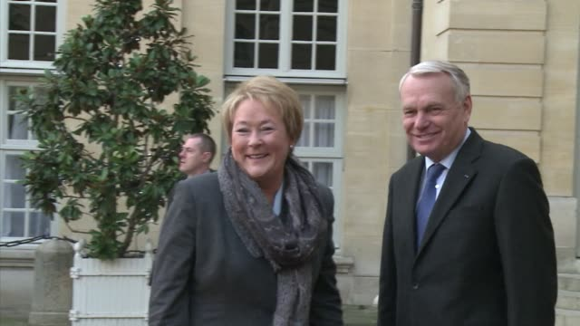 pauline marois prime minister of the canadian province of quebec meets with her french counterpart jean marc ayrault to discuss trade and business... - québec provincia video stock e b–roll