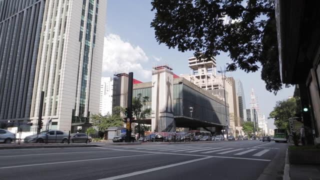 vídeos de stock, filmes e b-roll de paulista avenue and masp - decorative art