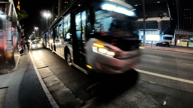 vídeos de stock, filmes e b-roll de avenida paulista - brasil - ônibus