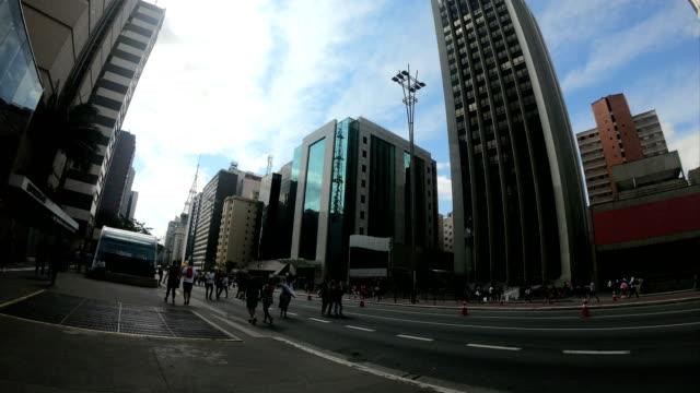 viale paulista, san paolo - brasile - domenica video stock e b–roll