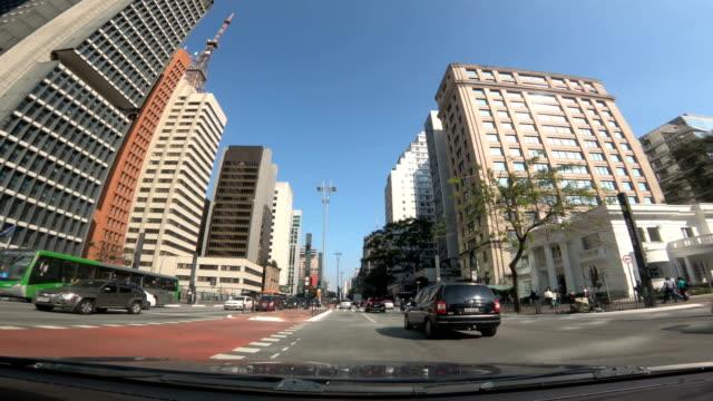 vídeos de stock, filmes e b-roll de avenida paulista, são paulo - brasil - ponto de vista de carro